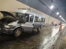 Ford Transit chở quan tài bất ngờ bốc cháy trong hầm đường bộ Hải Vân