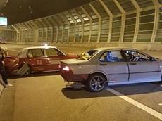 """Đua với Volkswagen Golf R, người lái Honda nhận cái """"kết đắng"""" khi tông vào taxi"""