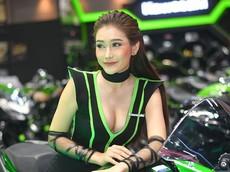 Ngất lịm trước vẻ dễ thương và gợi cảm của người mẫu Thái ở triển lãm Bangkok 2019