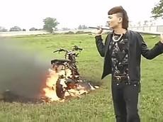 """Vừa bị xử lý vì chụp ảnh trên cao tốc, Khá """"Bảnh"""" lại bị công an """"sờ gáy"""" vì đốt xe máy"""