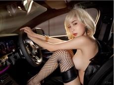 Chảy máu mũi với hình thể nuột nà của người mẫu xe Thái Lan