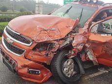 Video Chevrolet Colorado đi ngược chiều rồi đâm xe tải cẩu tại Bắc Ninh khiến cư dân mạng cảm thấy khó hiểu