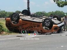 Bà Rịa - Vũng Tàu: Va chạm với sedan 4 chỗ, xe bán tải Ford Ranger lật ngửa