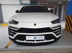 """Lamborghini Urus ở Campuchia cũng mang màu trắng như xe của Minh """"Nhựa"""" nhưng lại nổi bật hơn nhờ chi tiết này"""
