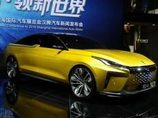 HanTeng Red 01 - Mẫu concept sedan thú vị với cả phiên bản chạy xăng và chạy điện