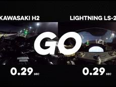 Choáng với màn so kè tốc độ giữa hai siêu mô tô Kawasaki Ninja H2 và Lightning LS-218