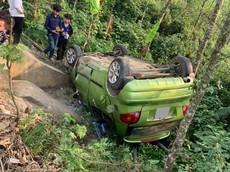 """Tai nạn ở Si Ma Cai khiến xe Daewoo Matiz """"ngửa bụng"""" ngay vực đèo, 1 người bị thương"""