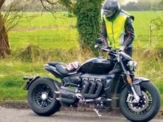 Xe Triumph Rocket thế hệ mới lộ ảnh chạy thử, mang động cơ 180 mã lực