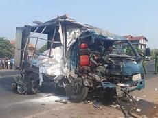Quảng Trị: Xe container đâm sập nhà dân sau va chạm với ô tô tải khiến 3 người thương vong