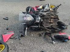 Honda CBR650F tan nát sau khi gặp tai nạn, người điều khiển xe tử vong tại chỗ