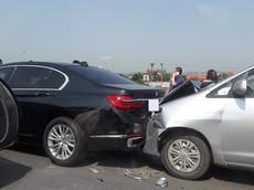 Ninh Bình: Tông xe dây chuyền, BMW 7-Series bị kẹp giữa Toyota Innova và Toyota Fortuner
