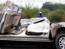 Nghệ An: Xe tải tông xe bán tải bẹp dúm vào sáng sớm, 1 người tử vong tại chỗ