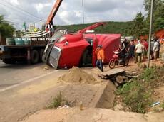 Bình Phước: 2 anh em ruột chết thảm vì bị xe container chở phế liệu đè trúng vào chiều qua, sáng nay thi thể mới được tìm thấy