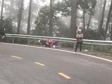 Đổ đèo Tam Đảo bằng xe tay ga, một phụ nữ rơi xuống vực trọng thương