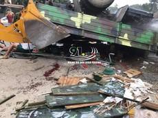 Xe quân sự lật ngửa tại Hà Nội, hơn 30 chiến sỹ bị thương