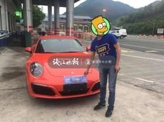 Tin lời thầy bói, chủ nhân chiếc Porsche 911 Carrera bị cảnh sát trừng phạt