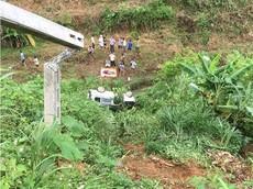 Lào Cai: Nữ tài xế lái ô tô đâm gãy cột điện rồi lao xuống vực khiến chồng tử vong tại chỗ