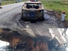 Hà Tĩnh: Ford EcoSport bốc cháy trơ khung vì rơm vướng vào gầm xe