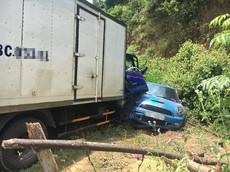 Mini Cooper và Kia Cerato đi đón dâu bị xe tải chở bia đâm liên hoàn tại Hà Tĩnh