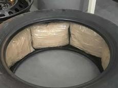 Băng đảng tội phạm gửi nhầm lốp xe chứa ma túy đá trị giá 4,5 triệu USD cho đại lý Ford