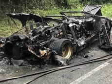 Lamborghini Countach của tỷ phú phá sản bị phát hiện cháy rụi bên đường