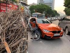 """Hà Nội: Xe máy kéo """"rơ-moóc"""" chở sắt tông vào xe BMW M-Series màu siêu độc tại Việt Nam"""