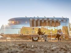 Chiếc xe moóc cắm trại sang chảnh này có giá gần bằng một chiếc Bentley Bentayga