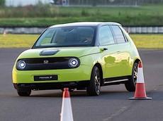 Honda e 2020 trình diễn khả năng vận hành và xử lý linh hoạt trên đường thử nghiệm