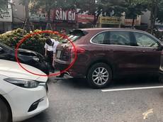 Tông xe dây chuyền tại Hà Nội, Toyota Corolla Altis đâm móp đuôi Porsche Cayenne S