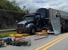 Xe khách vượt ẩu gây tai nạn liên hoàn trên cao tốc Nội Bài - Lào Cai