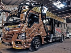 Khám phá Matatu - Những chiếc xe buýt sặc sỡ và ồn ào nhất trên thế giới