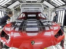Nhìn ngắm bên trong xưởng sơn cực tân tiến mới của Lamborghini