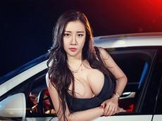 Người mẫu Vương Uyển Du mặc đồ tắm, khoe vòng 1 cup G đầy kích thích