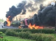 Bà Rịa - Vũng Tàu: Xe bồn và xe ben chở cát cháy như đuốc sau tai nạn kinh hoàng, một người tử vong
