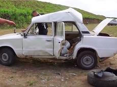 Đây là kết cục đáng sợ nếu một lốp xe phát nổ ở bên trong xe ô tô