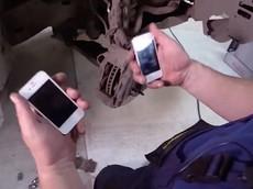 Chứng kiến người Nga thay thế đệm phanh của Toyota với iPhone để thử nghiệm