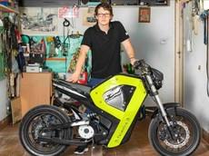 Khâm phục chàng trai trẻ sử dụng công nghệ in 3D để làm ra xe máy điện