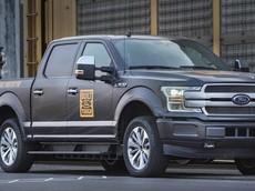 Xem nguyên mẫu xe bán tải điện Ford F-150 trình diễn sức mạnh siêu hạng: Kéo 10 toa tàu nặng 453,5 tấn chạy băng băng