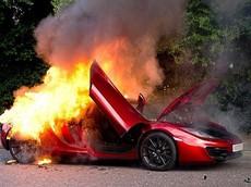Những điều cần làm nếu xe ô tô của bạn bốc cháy