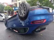 Bắc Ninh: SUV hạng sang Porsche Macan lật ngửa, 2 người bị thương