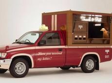 """Toyota Hilux Post Car - """"Bưu điện di động"""" đặc biệt, nhắc nhở người ta về một thời viết thư tay đầy tình cảm"""