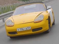 Chết cười trước chiếc Porsche Boxster màu vàng vốn có thân phận là... Lada của Nga