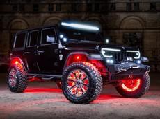 """Đây có lẽ là chiếc xe Jeep khiến người nhìn """"chói lóa"""" vào buổi tối"""