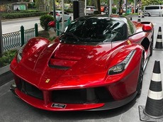 """Ferrari LaFerrari của đại gia Campuchia đi """"du lịch"""" ở Thái Lan khiến giới mê xe 2 nước xôn xao"""