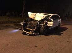 Hà Nội: Tông lật xe tải chở rau, SUV hạng sang Audi Q7 nát bét đầu