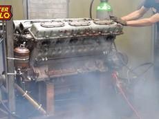 Chứng kiến khối động cơ xe tăng V12 dung tích 38.8 lít cũ kỹ được nổ máy lần đầu tiên trong vòng 28 năm