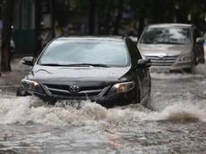 7 điều cần lưu ý trước khi quyết định lái xe vượt qua con đường ngập nước