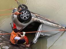Thanh Hóa: Taxi lao xuống sông, nữ hành khách tử vong, tài xế mất tích