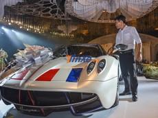 """Pagani Huayra được Minh """"Nhựa"""" đem vào trưng bày ở tiệc cưới của con gái, khách tham quan ai nấy đều choáng ngợp"""