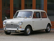 Đây là chiếc Mini 1968 nguyên gốc nhưng vẫn đẹp y như mới với chỉ 436 km trên đồng hồ